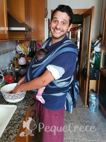 papa con bebe en fular